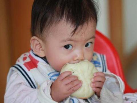 儿童营养师:睡前不要再给孩子喝牛奶了,伤脾胃还阻碍发育!