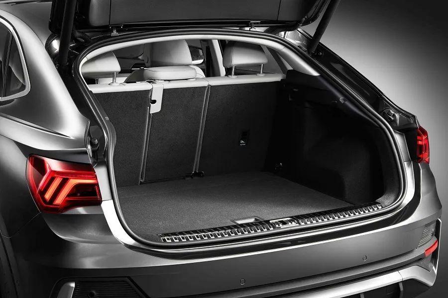 28.73万起,标配虚拟座舱和运动套件,奥迪Q3轿跑选哪款更值?