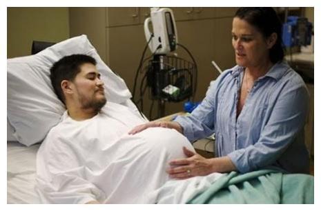 男子晒8个月孕照惹争议,男人真的也能怀孕吗?真相出人意料
