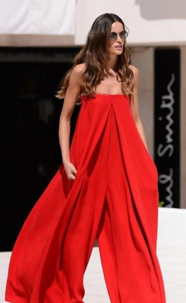 """伊莎贝尔·歌勒好任性!直接裹条""""红浴巾""""就敢出门"""