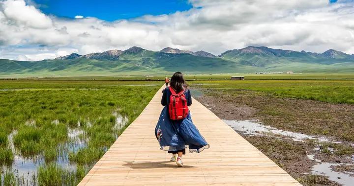 中国第二草原上的最美湖泊,水天相连,浮云漫卷,随手一拍是大片