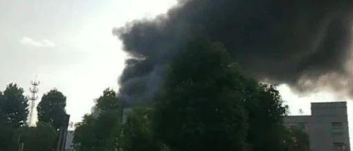 安徽一地突发大火,烧了一整夜,合肥、六安消防连夜支援……