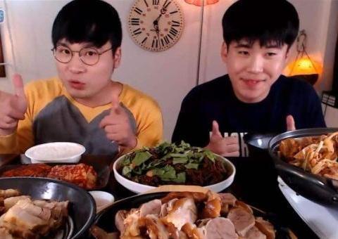 吃播骗人内幕:龙虾是假的,火锅底料是蛋糕,看完才明白套路多!