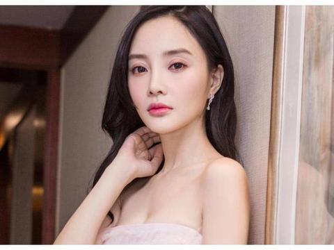李小璐开网店自己做模特,扎丸子头嘟嘴卖萌好甜美