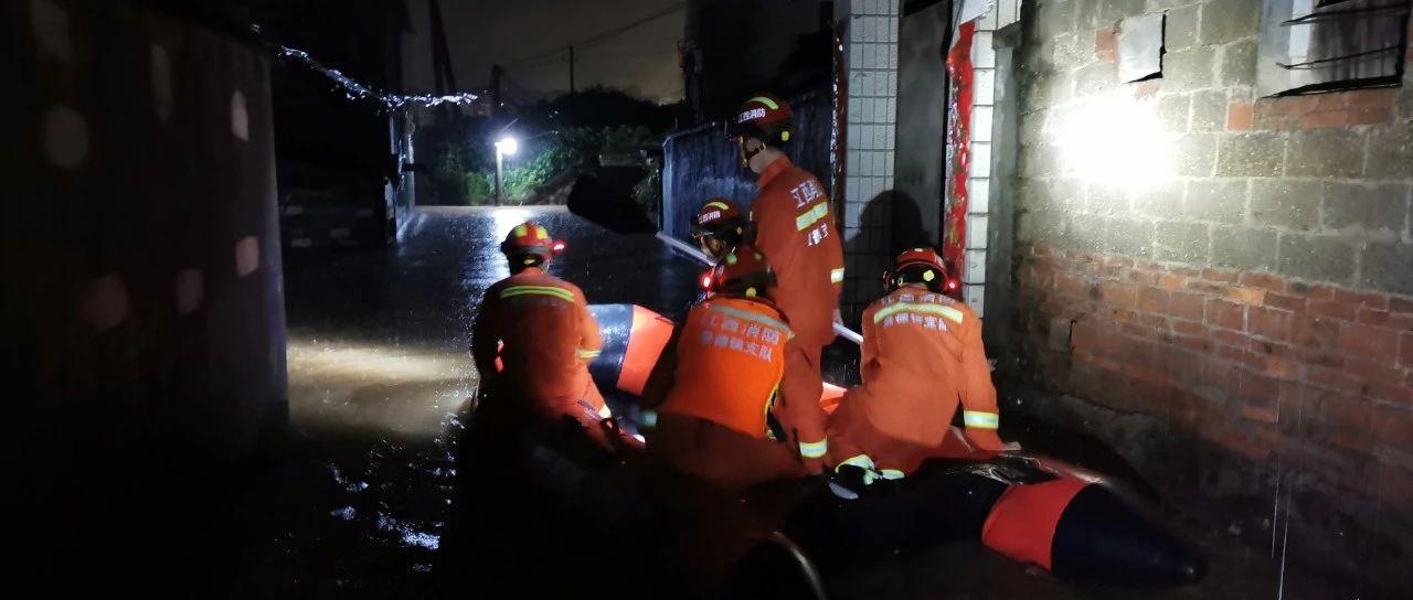 江西多地遭暴雨袭击多人被困 直击救援现场(图)