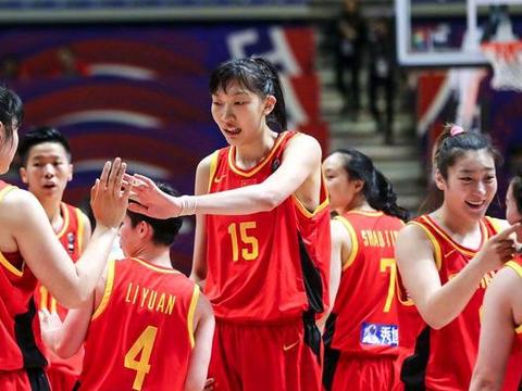 中国女篮内线又出新人!菜鸟赛季18成最强中锋,一数据超越韩旭