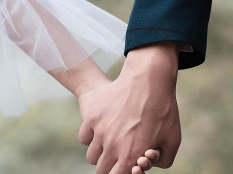 张小娴:当你长大了,也许就再也不会那么热烈地爱一个人