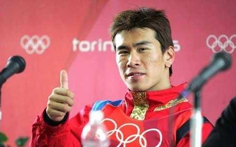 中国第一位冬奥会男子冠军,曾为事业分手,如今组建双硕士家庭