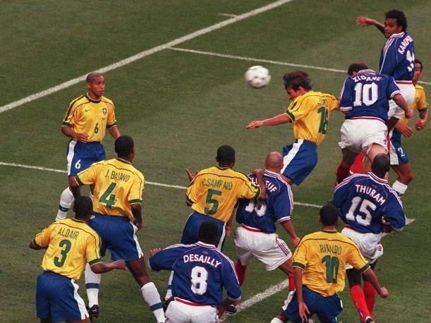 除了世界杯赛场,大罗的职业生涯成就,不如梅罗
