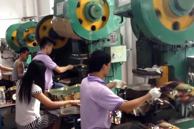 """机械加工厂闹""""工荒""""老员工:白白做了三年学徒现在一无是处"""
