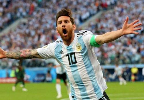 梅西进球后为何会做出在脸上画出两道横线的庆祝动作?