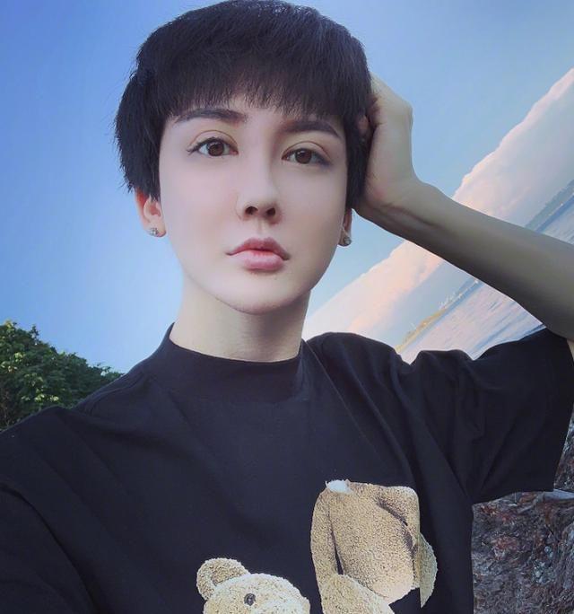 """不敢信这是""""蛇精男""""刘梓晨,时隔四年后形象大变"""