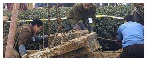 秦桧家族墓现世,后人阻止挖坟,专家不听,结果挖出一地金银玉器