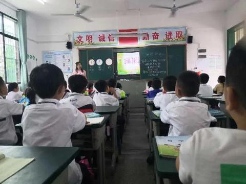隆回县梨子园实验学校开展实习生汇报课展示活动