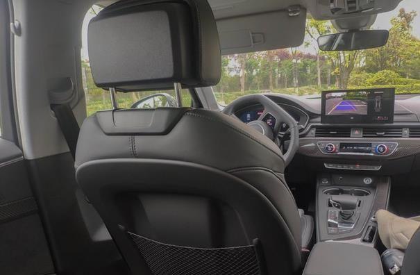 采访奥迪A4L驾驶者,车主说出了用车感受,看完你就清楚了!