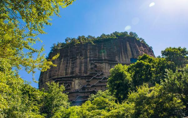 悬崖上的麦积山石窟,距今已有1600年历史,为何佛像却没有眼睛