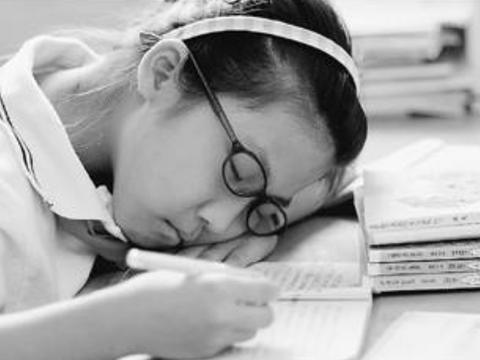 """8岁男童睡眠不足猝死,""""睡眠障碍""""低龄化的时代,你家孩子睡够了吗"""