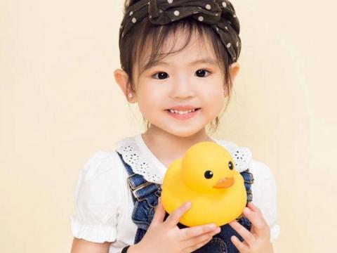 吳凱欣获2020国际童星童模同心抗疫公益盛典最高点赞季军和代言人