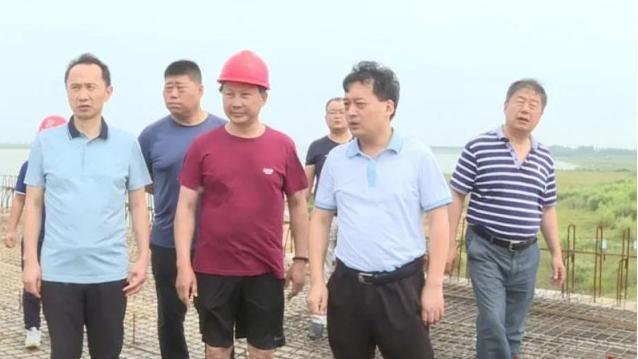 吉娜调查屈原治理区的蒲山嘴码头建设