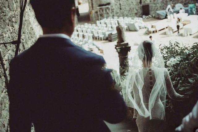 被张国立儿子暴打后,她转身嫁了个超级富豪,如今爱情事业双丰收