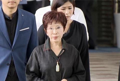 韩国瑜被罢免后二度现身许崑源灵堂 宋楚瑜、洪秀柱都来了