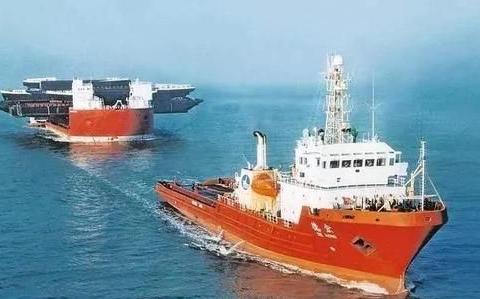 半潜船能做什么?载坦克还能远洋运输,中国将他变成了多用途船