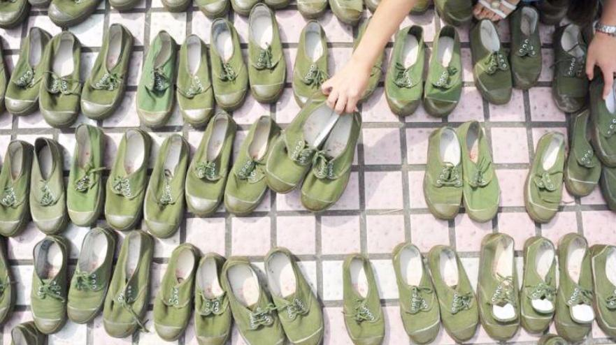 被我国淘汰多年的解放鞋,为啥一去国外便成为时尚?数十美金一双