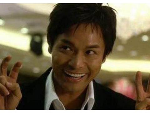 他演过很多智商低下的角色,并获2次影帝,如今家庭美满幸福