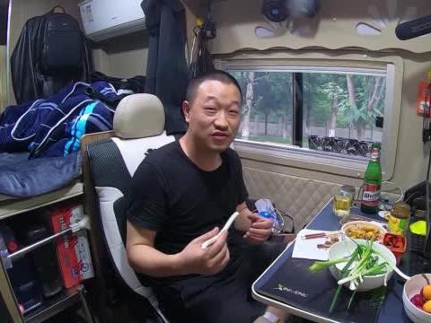 房车里喝着小酒,分享317川藏北线怎么走,到西藏需要注意哪些