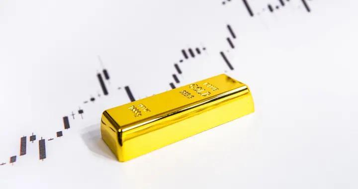 """美国正令美元变得""""不值钱""""!全球热捧黄金,中国的储备够了吗?"""