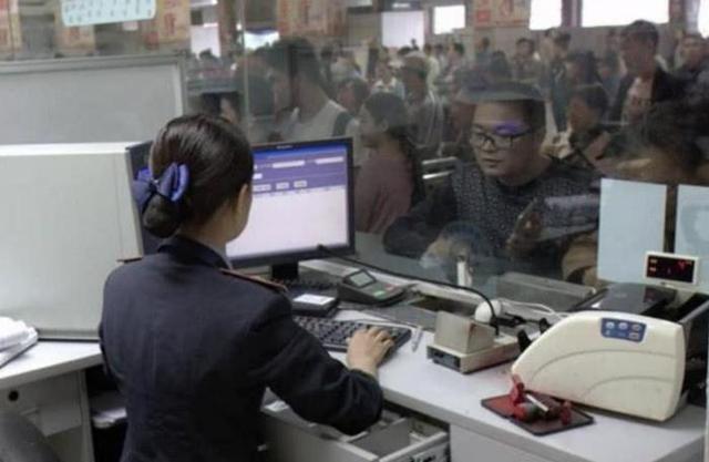 不少人宁愿排队取火车票,也不直接刷身份证进站?乘务员解你困惑