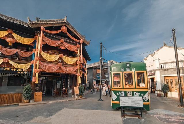 重回上世纪,西安唯一民国主题小镇,还能坐着火车吃火锅