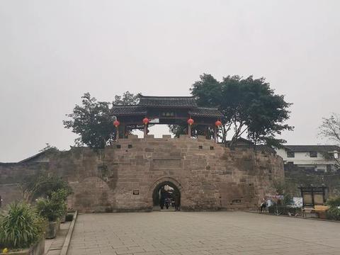 重庆一座三面悬崖的古镇,中国十大古镇之一,4A级景色无门票