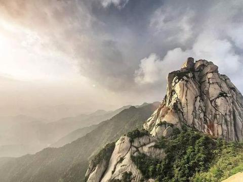 安徽现存摩崖石刻最多的地方,竟达400多处,距今已1000多年历史