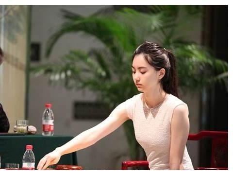 最美围棋女神:4岁拍广告,柯洁曾因嘴贱得罪女神,最后尴尬道歉