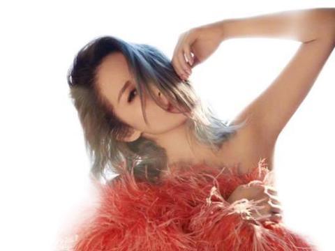 萧亚轩原定年中推出新专辑,却因疫情不得不延期,歌迷怒怼过气