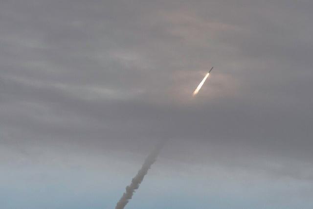 一枚弹道导弹破水而出,法国核潜艇燃起大火,烧了14小时才扑灭