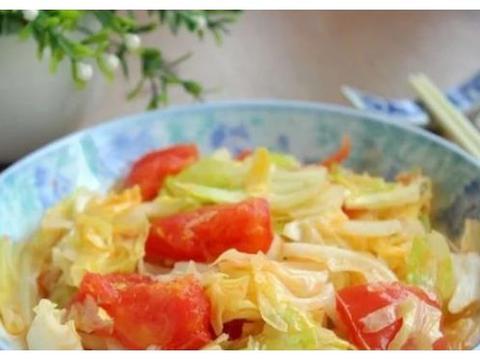 精选美食:包菜炒番茄,红烧猪蹄,蒜末豆豉蒸鲈鱼,扇骨酸菜粉条