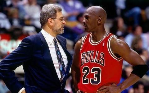 菲尔杰克逊教练谈论:科比和乔丹在领导方式上的关键区别!