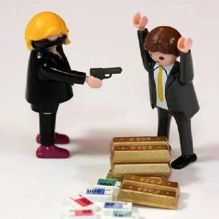 【中亚简讯】视频 比什凯克市发生银行抢劫案