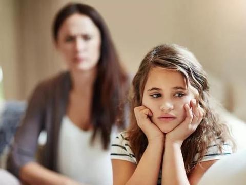 """家庭中的""""丧偶式教育"""",爸爸成了""""背锅侠"""",背后苦衷难以表达"""