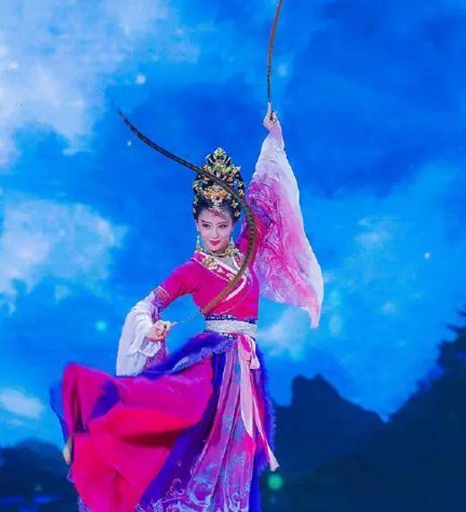 佟丽娅唐装造型又刷屏!古装女神何时能凭演技翻身啊?