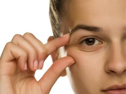 """皮肤科医生和你聊聊:不正确的""""去角质"""",容易出现皮肤疾患"""