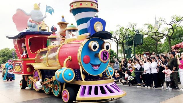 上海迪士尼乐园什么最好玩?有夜光幻影秀,还有冰雪奇缘欢唱盛会