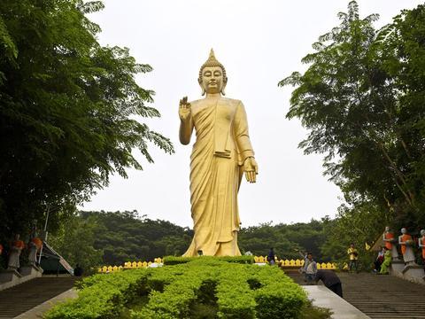 包容东南亚各国寺院建筑风格的南传佛教最大寺院,勐泐大佛寺