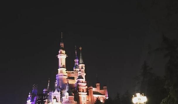 教你一天玩转上海迪士尼、灯光和焰火完美结合,让人超级感动