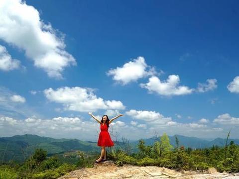 钟灵毓秀武夷山,竹筏香茶享悠闲,更是盛夏避暑胜地