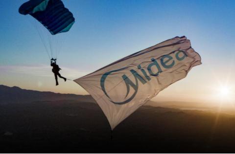 无惧极限挑战,美的家用空调All Easy Pro 高空跳伞演绎极速拆机