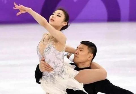 花滑选手张昊被批故意抛摔女伴张丹,体育迷:需要熟悉双人滑规则