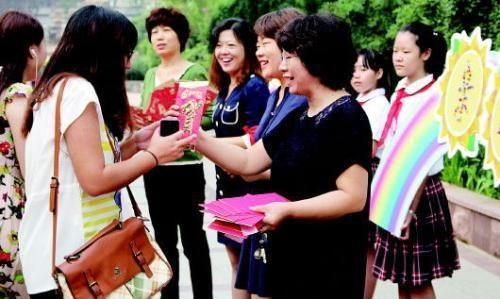 数据公布:女老师占比小学70%,学前班97%,有学校仅校长是男性